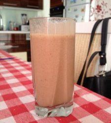 Shake de banane cu lapte de soia si pudra de roscove