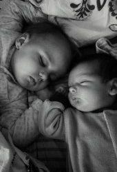 Alba neagra cu somnul