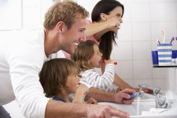6 metode simple prin care poți convinge copilul să se spele pe dinți
