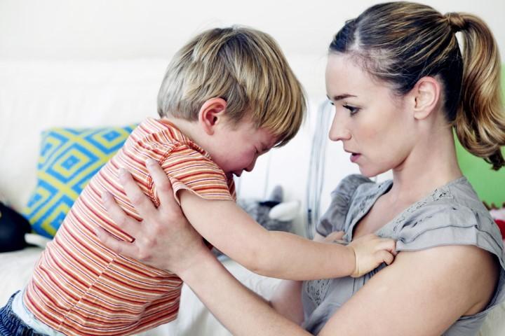 """Crizele de furie ale copiilor (III) – Ce strategii putem aborda pentru a încuraja comportamentele """"adecvate"""" în favoarea celor distructive"""