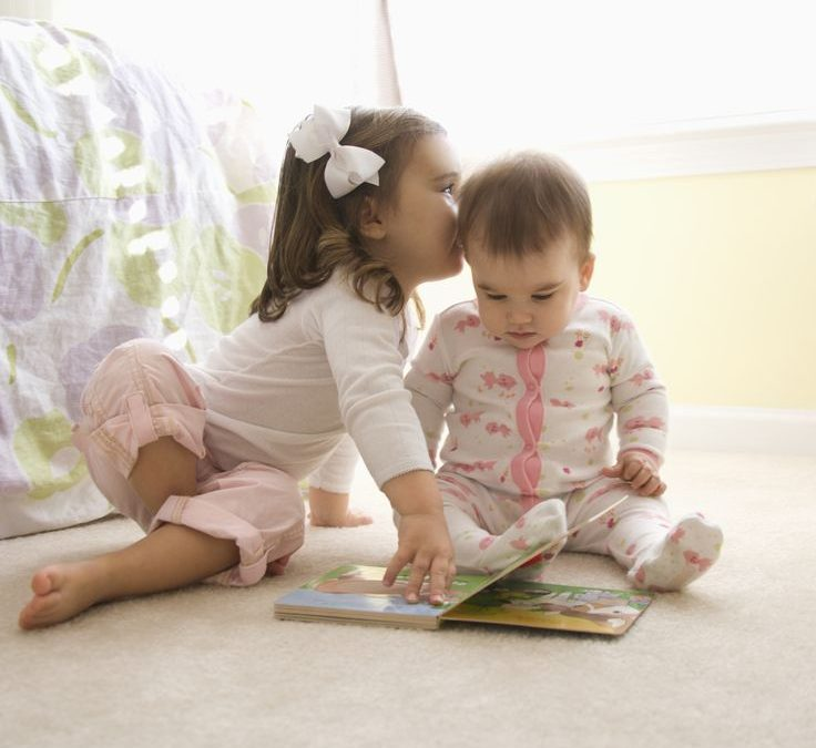 7 jocuri între frați (și activități pentru bebeluși)