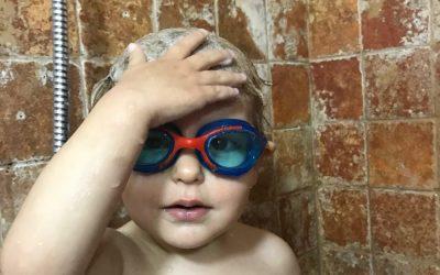 """Cum să speli pe păr un copil care """"nu veau!"""""""