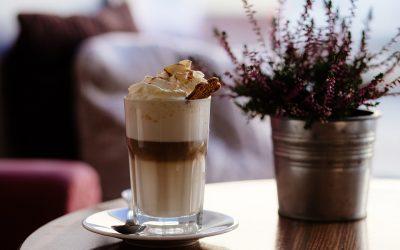 Idei de cocktailuri și mocktailuri cu cafea pentru zile și seri de vară