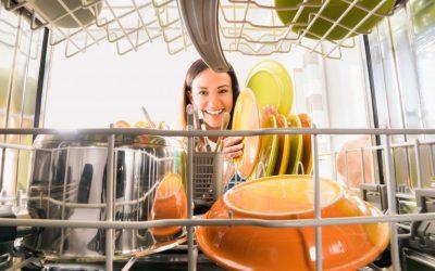9 lucruri pe care nu știai că le poți spăla la mașina de spălat vase – glumesc, sigur știai!