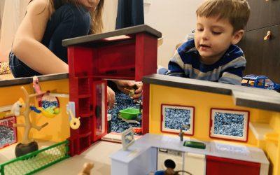 Jocul simbolic al copilului – O scurtătură către lumea lui interioară