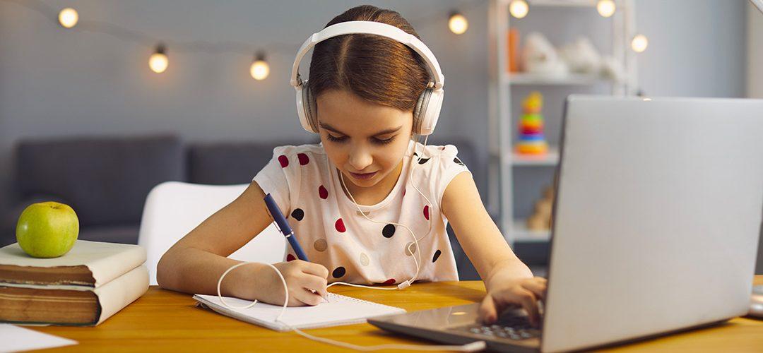 Sunt căștile sigure pentru școala online?