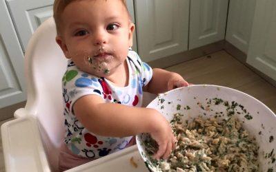 Copiii au nevoie să se murdărească atunci când mănâncă