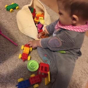 Activități cu Lego Duplo la 10 luni (P)