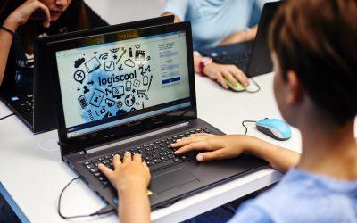 Cum poți câștiga o bursă pentru copilul tău la taberele urbane de programare și robotică Logiscool – CONCURS