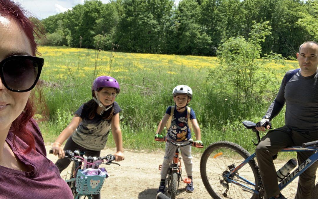 Cum învață copiii să meargă cu bicicleta