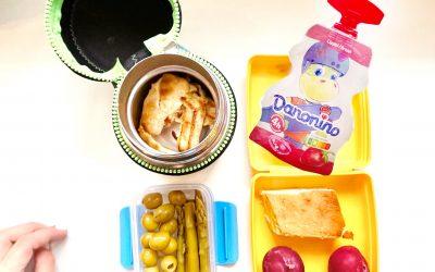 """Gustarea hrănitoare de la școală sau """"Ce minunății a mai pus mami în pachețelul de școală al Emei"""""""